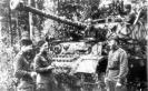 Бойцы Красной Армии у немецкого танка Pz.Kpfw.IV