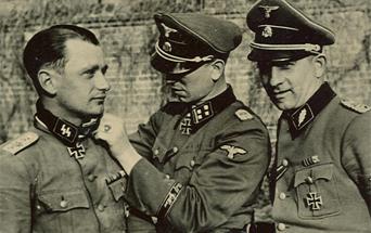 Награждение в дивизии «Leibstandarte Adolf Hitler (LAH)»